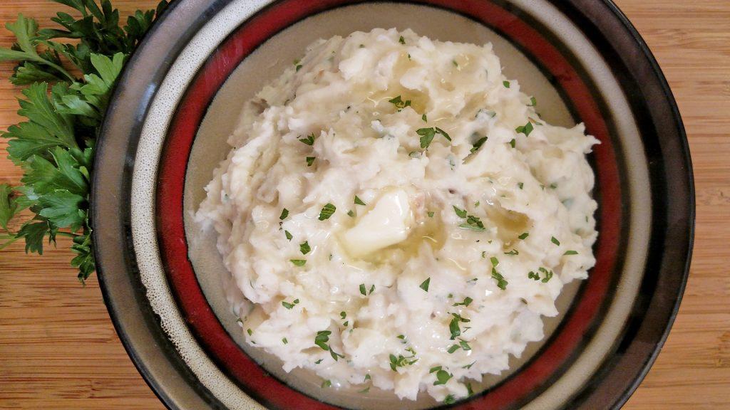Roasted Garlic Mashed Potatoes // Tiny Kitchen Big Taste